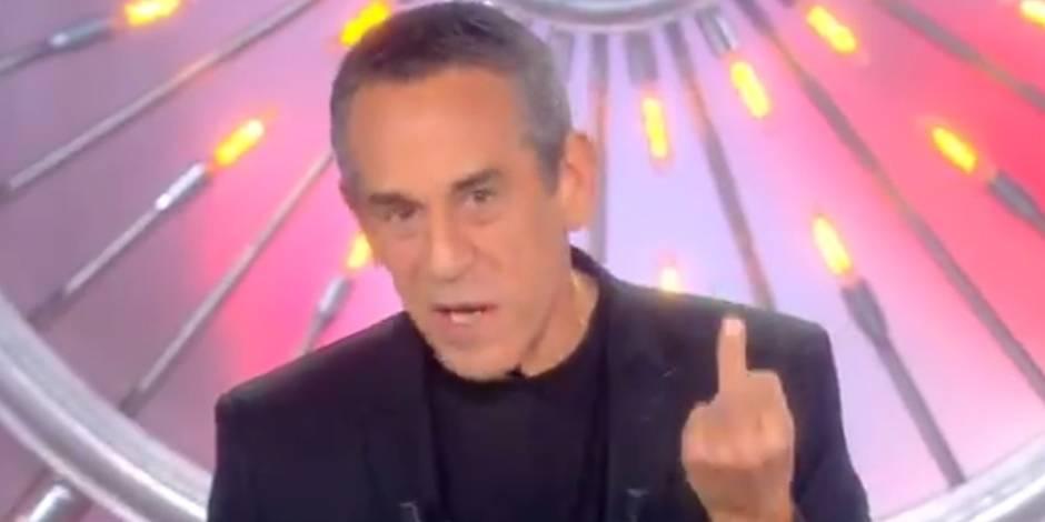 Suite à la polémique Squeezie, Ardisson répond par... un doigt d'honneur (VIDEO)