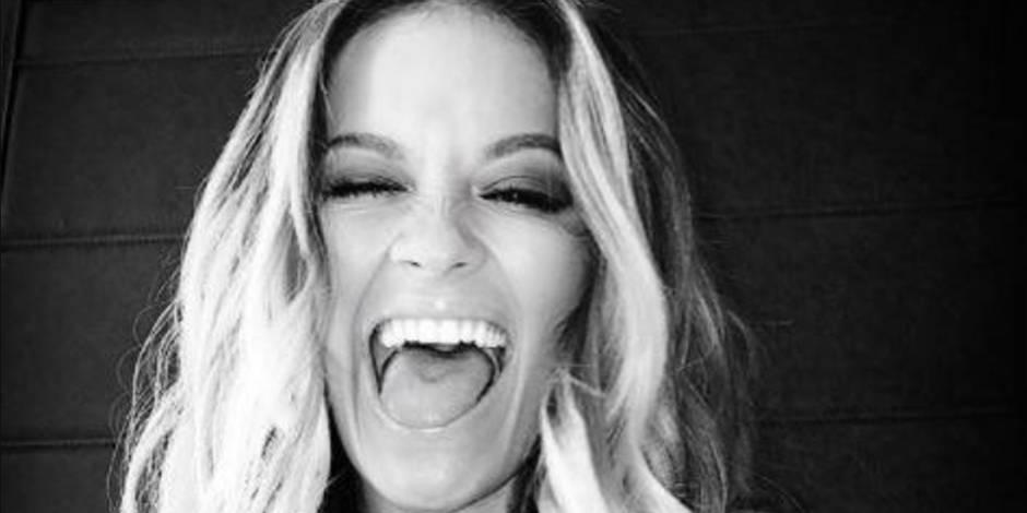 Rita Ora s'affiche topless à cause du... jetlag