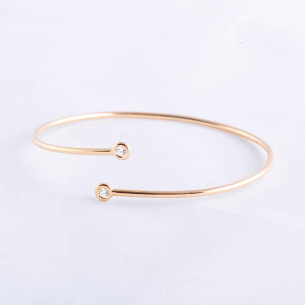 Une nouvelle marque, Dazibao, qui explore la pureté des lignes, en or et dimant, 1060€