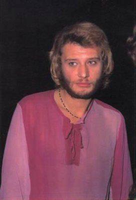 À la fin des                sixties, Johnny ose le rose.