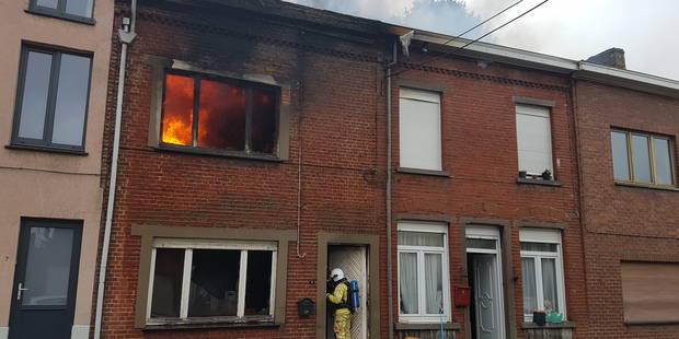 Trois maisons touchées par un incendie à Gilly - La DH