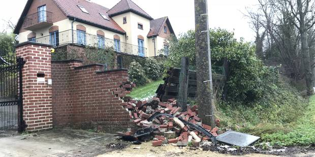 Ellezelles: il percute le mur de la devanture d'une maison et s'enfuit - La DH