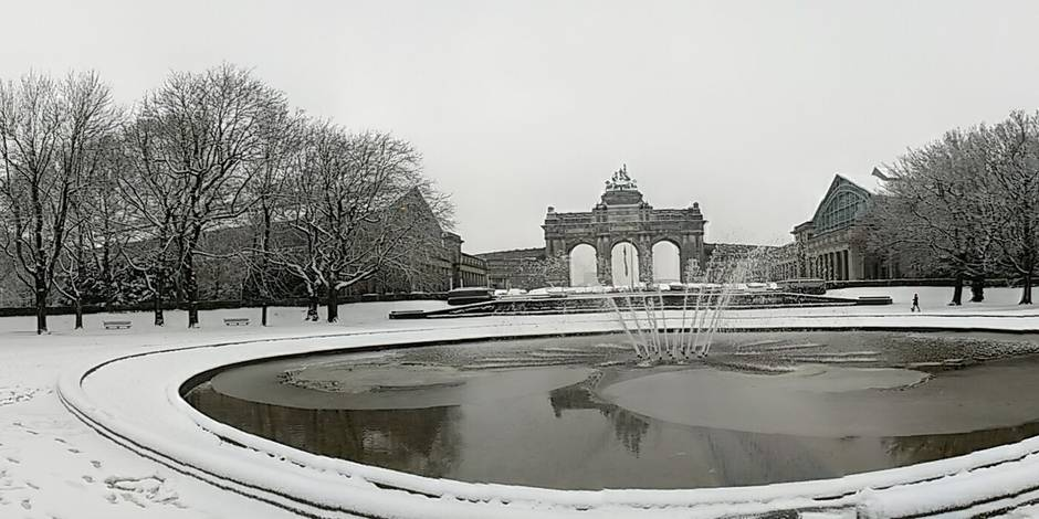 Illustration picture shows a panoramic view of the pond and the park near Cinquantenaire - Jubelpark, in Brussels, as cold temperatures sweep Belgium, Monday 11 December 2017. BELGA PHOTO OLIVIER CHARLES