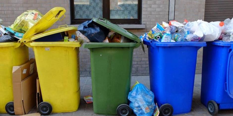 A travers-Bruxelles-Propreté, la Région est actionnaire de Recyclis, le centre de tri qui traite le contenu des sacs ou conteneurs bleu et jaunes. Sa capacité est de 20.000 tonnes pour la ligne des PMC et de 80.000 tonnes pour celle des papiers-cartons.