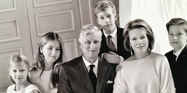 La famille royale présente son portrait de Noël en noir et blanc - La DH