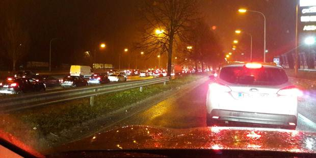 Pagaille sur l'E411 à Wavre à cause d'un accident impliquant quatre véhicules ! - La DH
