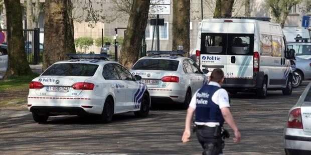 Une camionnette de la Poste touchée par des tirs de chasse à Rochefort - La DH