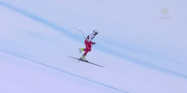 Il termine sa descente sur un seul ski ! (VIDEO) - La DH