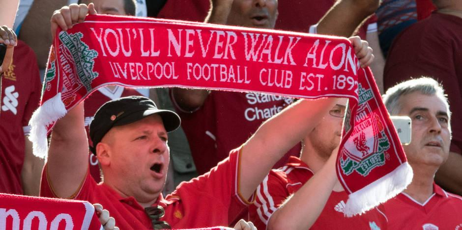 """Un fan de Liverpool appelle sa fille YNWA, l'acronyme du célèbre chant """"You'll never walk alone"""""""