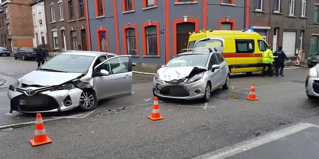 Collision entre deux voitures à Monceau-sur-Sambre: deux blessés légers - La DH