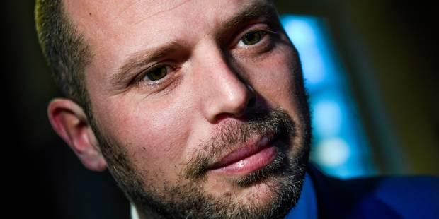 """Visites domiciliaires: Francken n'a """"aucun problème"""" avec un éventuel recours devant la Cour constitutionnelle - La DH"""