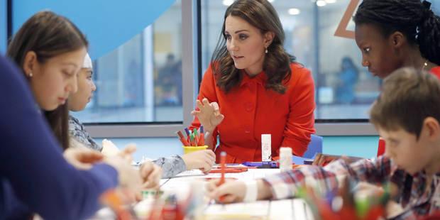 Voici pourquoi Kate Middleton ne retire jamais son manteau en public - La DH