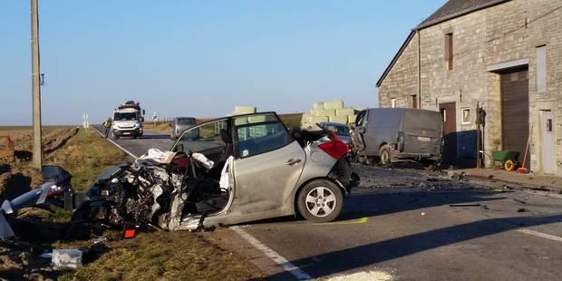 Collision frontale à Anhée: un blessé grave et des embarras de circulation - La DH