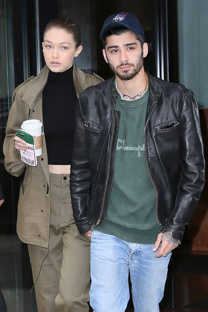 Le couple naît en même temps que la carrière solo de Zayn. Gigi apparait en effet dans le clip de