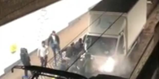 Un camion se retrouve coincé dans la station de pré-métro Lemonnier (VIDEO) - La DH