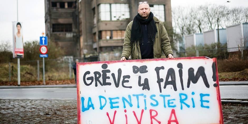 LIEGE. ALAIN DE CLERCK FAIT UNE GREVE DE LA FAIM DEVANT LA DENTISTERIE. Photo Michel Tonneau